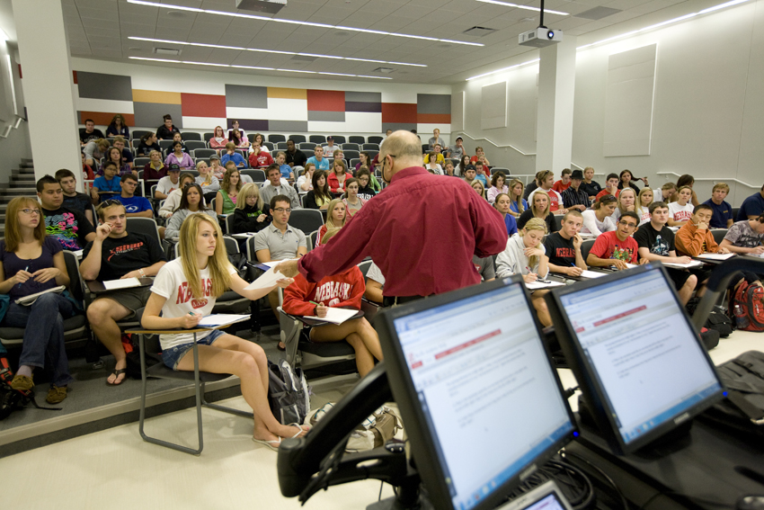 unl study shows students play with phones in class a lot