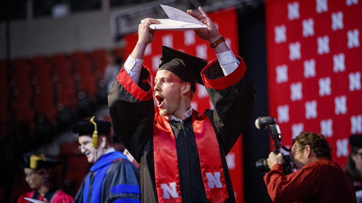 Dawes encourages grads to be engaged, continually try