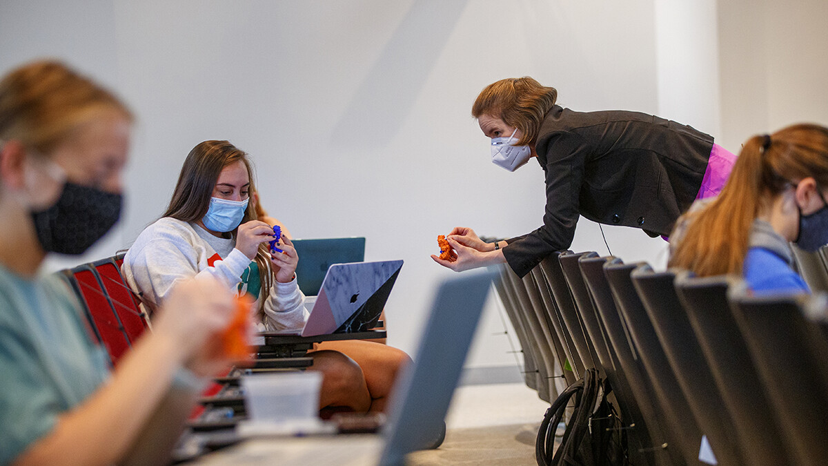 3D-printed models give students new perspective on biochem