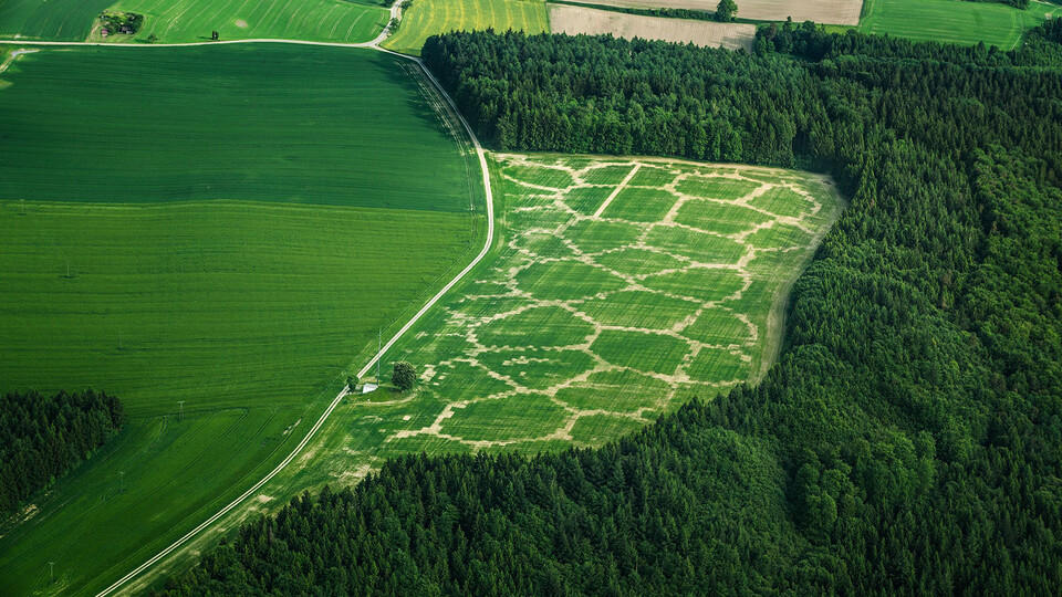 Avena+Test Bed: Agricultural Printing and Altered Landscapes, an experiment to explore the relationship between landscape, agriculture and digital fabrication by Benedikt Gross, one of the speakers at the Flyover Summit 2021.