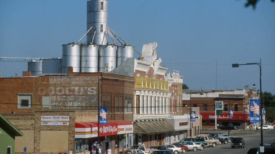 Metropolitan and nonmetropolitan residents don't always see eye to eye when it comes to attributes of successful communities and well-being, according to recent polling by the Nebraska Rural and Metro Polls.