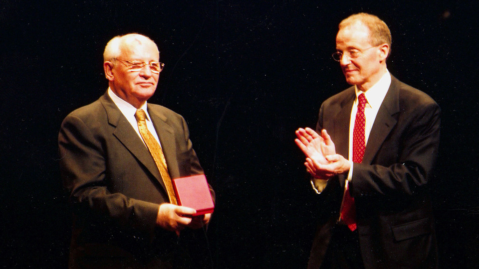 Chancellor Harvey Perlman (right) claps after presenting a Cather Medal to Mikhail Gorbachev during a 2003 E.N. Thompson Forum lecture at the Lied Center for Performing Arts.