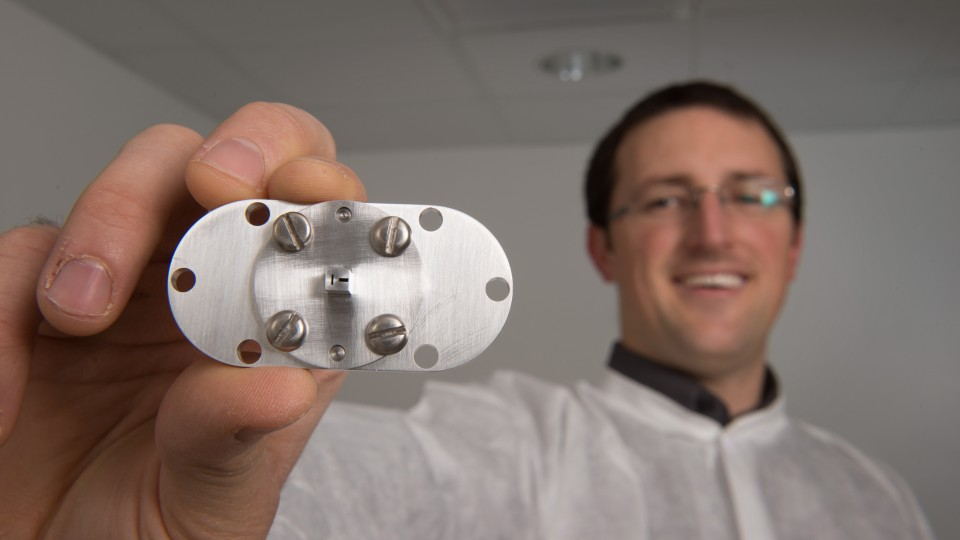 doctoral student Nathan Powers displaying the accelerator used to create synchrotron X-rays