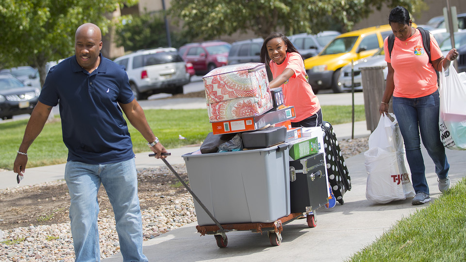 Erin Hunter tries to keep everything balanced as her parents help during the 2016 move-in to Nebraska residence halls.