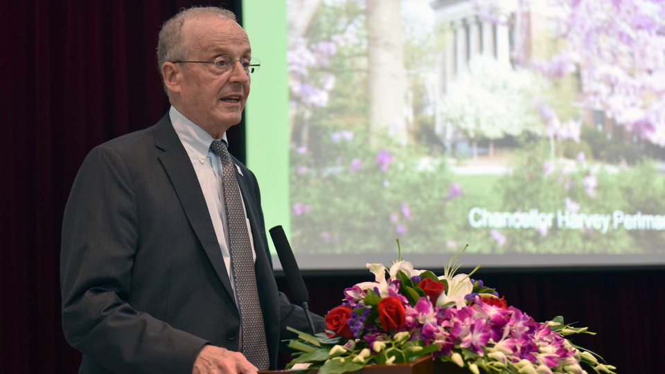 Harvey Perlman addresses students at Zhejiang University City College on June 15. During a visit to Hangzhou, China, Perlman and Wu Jian, president of Zhejiang University, discussed ways to expand the partnership degree program between the two universities.