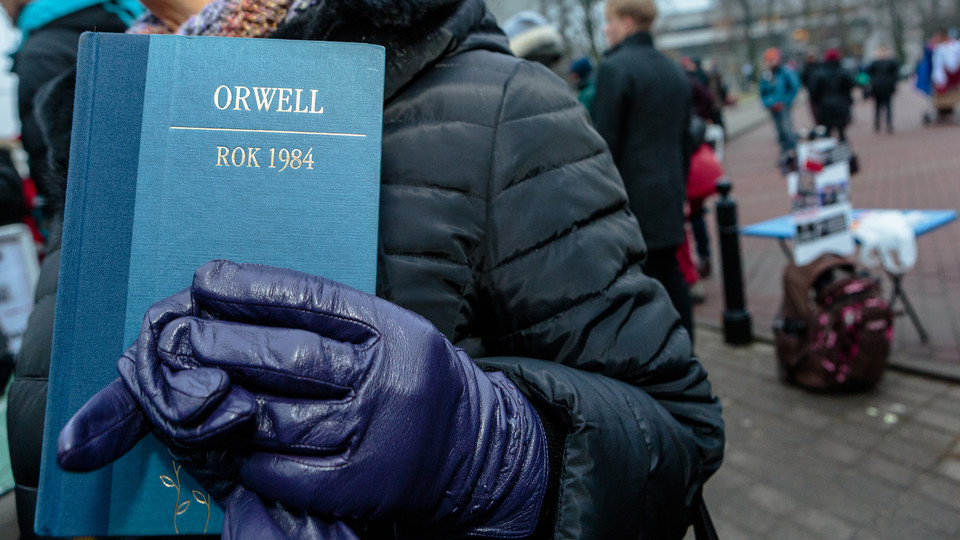 a comparison of george orwells 1984 to society today Compare orwell's 1984 to our government today although many cannot even begin to accept the disturbing similarities shared between america's government today and that of george orwell's 1984 discusses the theme of controlled madness and of a reverse society in george.