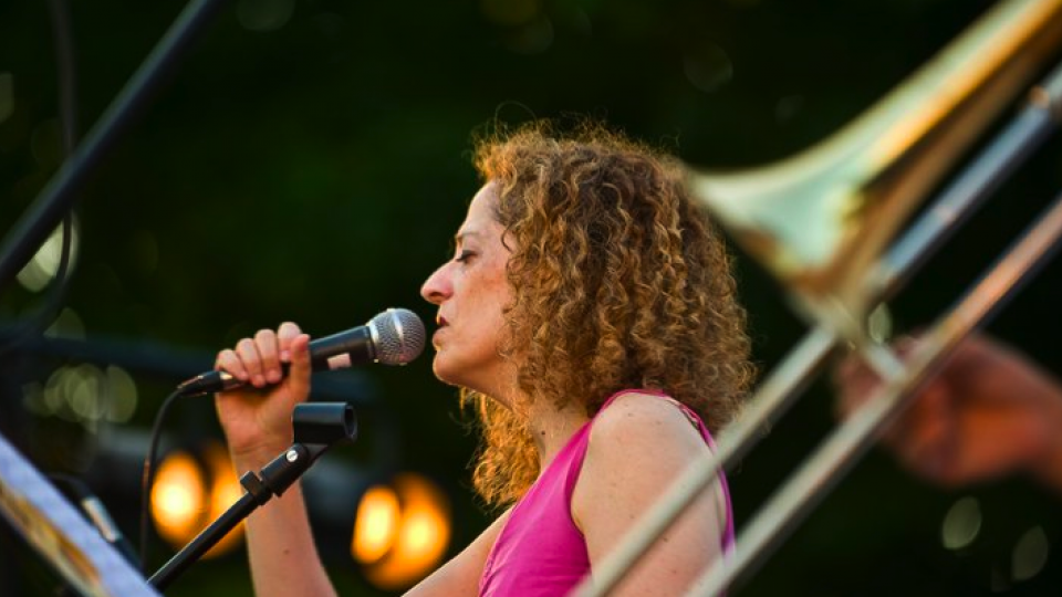 Susan Pereira and Sabor Brasil perform at UNL's Jazz in June on June 24.