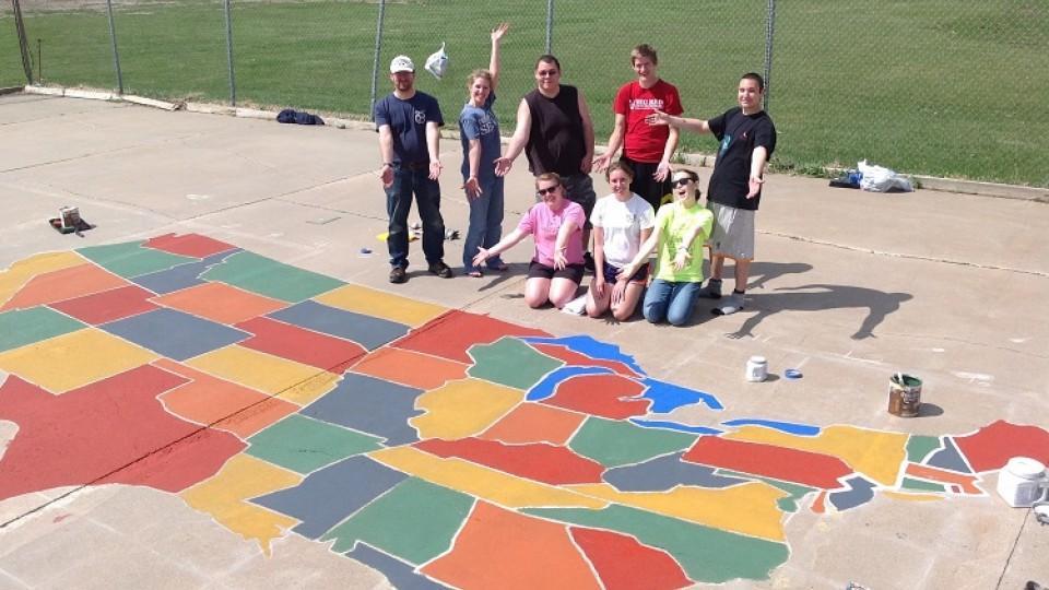 Geography students paint U.S. map at local school