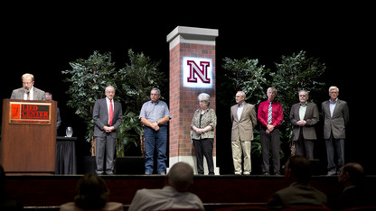 1,046 faculty, staff earn service awards