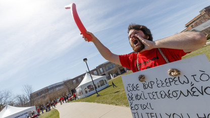 24 hours of 'Iliad' draws hundreds of Huskers