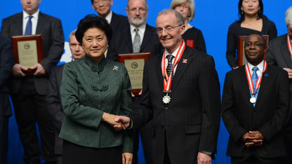 Perlman receives Confucius Institute award