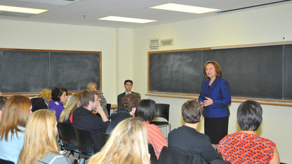 Fischer discusses women in politics with UNL class