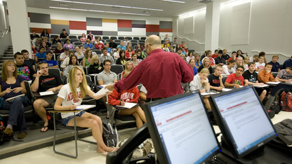 UNL study shows students play with phones in class — a lot
