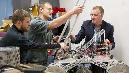 IDEA honors robotics, surgery collaboration