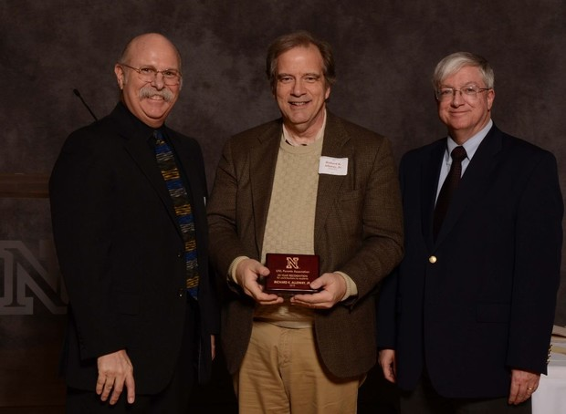 Rick Alloway (center) accepts a UNL Parents Association award.