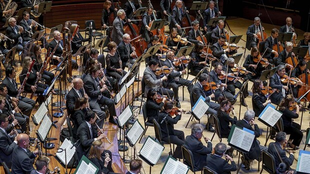 The Philadelphia Orchestra featuring violinist Gil Shaham will give a free virtual performance at 7:30 p.m. March 20.