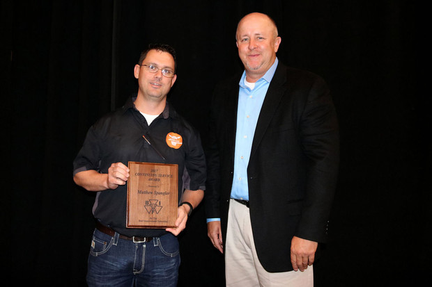 Matt Spangler (left) receives a continuing service award from Marty Ropp, president of the Beef Improvement Federation.