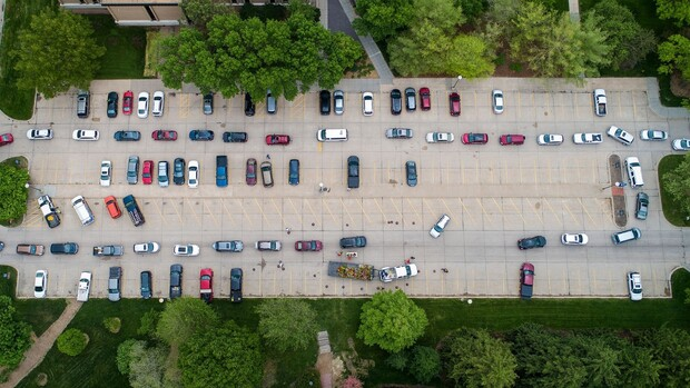 Cars lined up in a campus parking lot