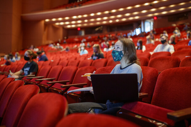 Students listen to lecturer Trisha Vickrey during her Organic Chemistry lecture in the Lied Center.