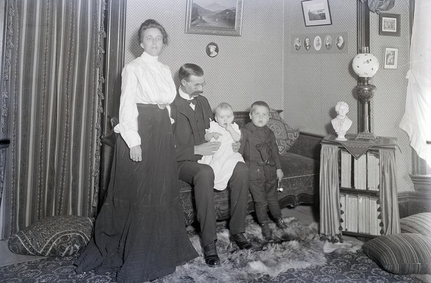 DeWitt Bristol Brace and his family.